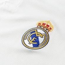 Детская домашняя форма Реал Мадрид 18-19 c длинными рукавами герб клуба