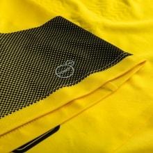 Домашняя футбольная форма Боруссии Дортмунд 2017-2018 футболка вблизи