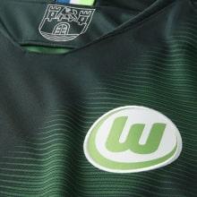 Домашняя игровая футболка Вольфсбурга 2018-2019 герб клуба