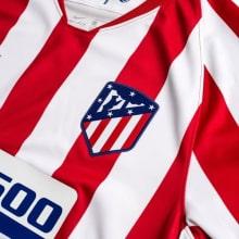 Взрослый комплект домашней формы Атлетико 2019-2020 футболка герб клуба