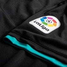 Детская гостевая футбольная форма Реал Мадрид 2017-2018 нашивка лиги