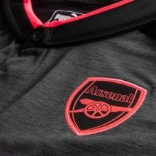 Гостевая футболка Арсенала 2017-2018 логотип
