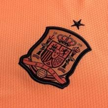 Домашняя игровая футболка сборной Испании на ЕВРО 2020 герб сборной