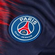 Домашняя игровая футболка ПСЖ 2018-2019 герб клуба