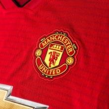 Детская домашняя форма Манчестер Юнайтед 18-19 c длинными рукавами герб клуба