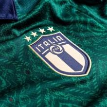Третья футбольная форма сборной Италии 2019-2020 Третий комплект детской формы Италии 2019-2020 футболка герб сборной