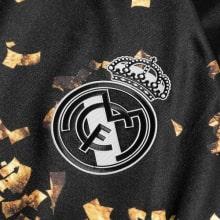 Четвертая игровая футболка Реал Мадрид 2019-2020 герб клуба