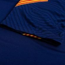 Синяя тренировочная футболка Барселоны 2020-2021 рукав