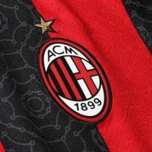 Домашняя игровая футболка Милан 2020-2021 герб клуба