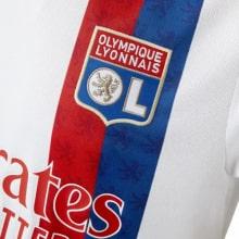 Домашняя игровая футболка Лион 2021-2022 герб клуба