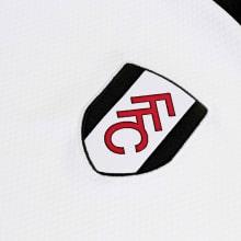 Домашняя игровая футболка Фулхэма 2020-2021 герб клуба
