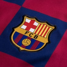 Домашняя майка Барселоны с длинными рукавами 2019-2020 герб клуба