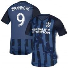 Детская гостевая футбольная форма Ибрагимович 19-20 футболки