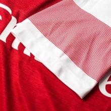 Домашняя игровая футболка Арсенала 2018-2019 рукав вблизи