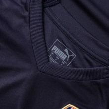 Гостевая игровая футболка Арсенала 2018-2019 воротник вблизи