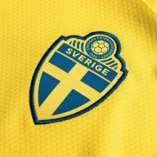Детская домашняя футбольная форма Швеции 2020 ФОРСБЕРГ герб сборной