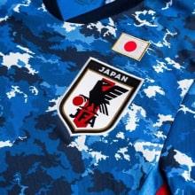 Домашняя игровая футболка сборной Японии 2020-2021 герб сборной