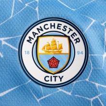 Домашняя аутентичная футболка Манчестер Сити 2020-2021 герб клуба