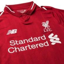 Домашняя игровая футболка Ливерпуля 2018-2019 вблизи