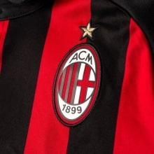 Футболка детской домашней формы Милан 2018-2019 герб клуба