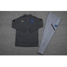 Серый тренировочный костюм Интера 2021-2022 вблизи