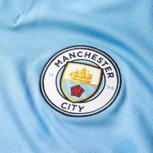 Детская домашняя футболка Де Брёйне номер 17 2018-2019 герб клуба
