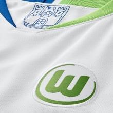 Гостевая игровая футболка Вольфсбурга 2018-2019 герб клуба