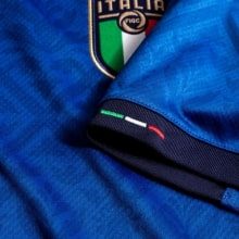 Детская домашняя футбольная форма Италии на ЕВРО 2020-21 футболка рукав