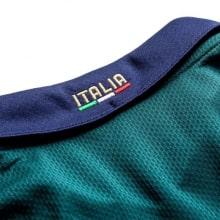 Третья футболка сборной Италии 2019-2020 воротник сзади