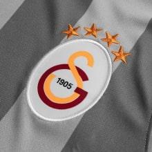 Третья игровая футболка Галатасарай 2019-2020 герб клуба