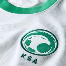 Домашняя футболка Саудовской Аравии по футболу 2021-2022 герб сборной