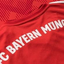 Домашняя игровая футболка Баварии 2018-2019 название клуба