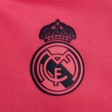 Женская гостевая футболка Реал Мадрид 2020-2021 герб клуба