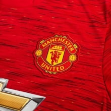 Домашняя майка Манчестер Юнайтед с длинными рукавами 2020-2021 герб клуба