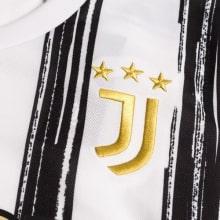 Домашняя игровая футболка Ювентуса 2020-2021 герб клуба