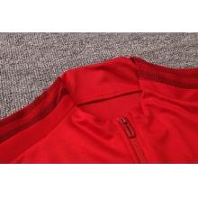 Красный спортивный костюм Бавария 2021-2022 вблизи