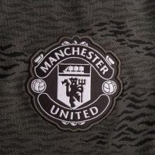 Женская гостевая футболка Манчестер Юнайтед 2020-2021 герб клуба