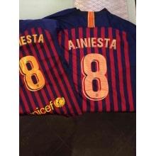 Домашняя игровая футболка Барселоны 2018-2019 Иньеста