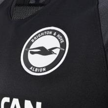 Гостевая игровая футболка Брайтон энд Хоув Альбион 2019-2020 герб клуба