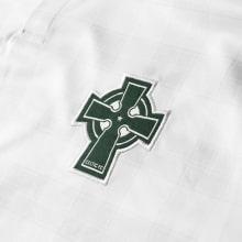 Гостевая игровая футболка Селтик 2018-2019 герб клуба