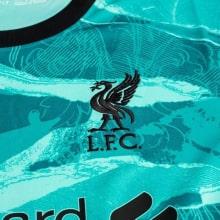 Женская гостевая футболка Ливерпуля 2020-2021 герб клуба
