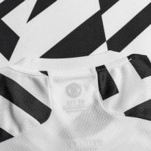 Детская третья форма Ман Юнайтед Бруну Фернандеш 2020-2021 футболка воротник сзади