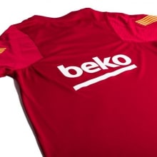 Красная тренировочная футболка Барселоны 2020-2021 титульный спонсор