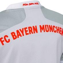 Комплект детской гостевой формы Баварии 2020-2021 футболка сзади