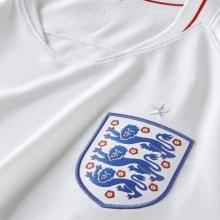 Эмблема сбороной Англии на футболке чемпионата мира 2018 года в России
