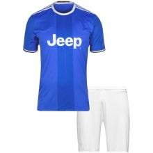 Гостевая футбольная форма Ювентуса 2016-2017