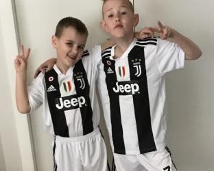 Детская домашняя футбольная форма Ювентуса 2018-2019 футболка, шорты и гетры
